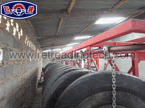 The guiderail for conveying the tyres easily