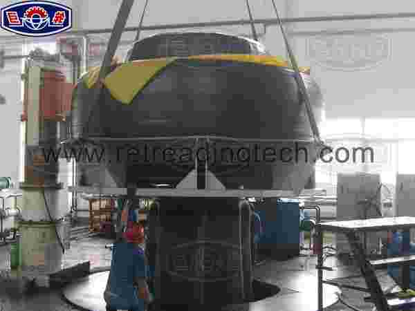The process of putting curing bag into giant OTR tyre